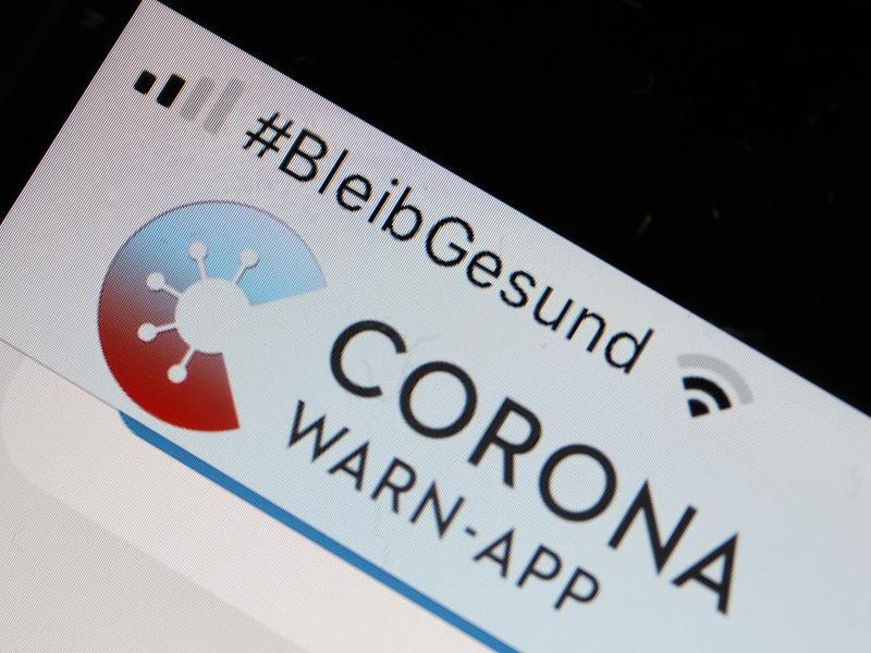 Die Corona-Warn-App soll die Kontaktverfolgung von Infizierten ermöglichen und dadurch die Infektionsketten verkürzen. Foto: Oliver Berg/dpa