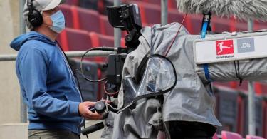 Auch Sat.1 soll ab 2021 Bundesliga-Spiele live übertragen. Foto: Rolf Vennenbernd/dpa