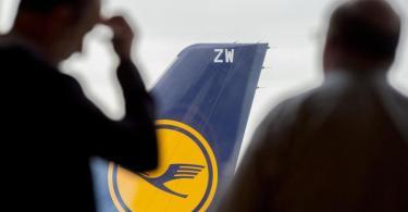 Die von der Corona-Krise hart getroffene Lufthansa hat wegen der dauerhaft geringeren Nachfrage den weltweiten Personalüberhang auf 22.000 Stellen beziffert. Foto: Boris Roessler/dpa