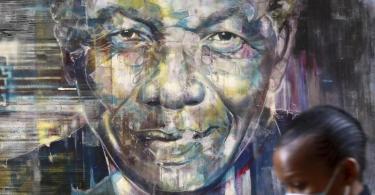 International wird am Geburtstag des verstorbenen Mandela der Nelson-Mandela-Tag gefeiert. Foto: Nardus Engelbrecht/AP/dpa