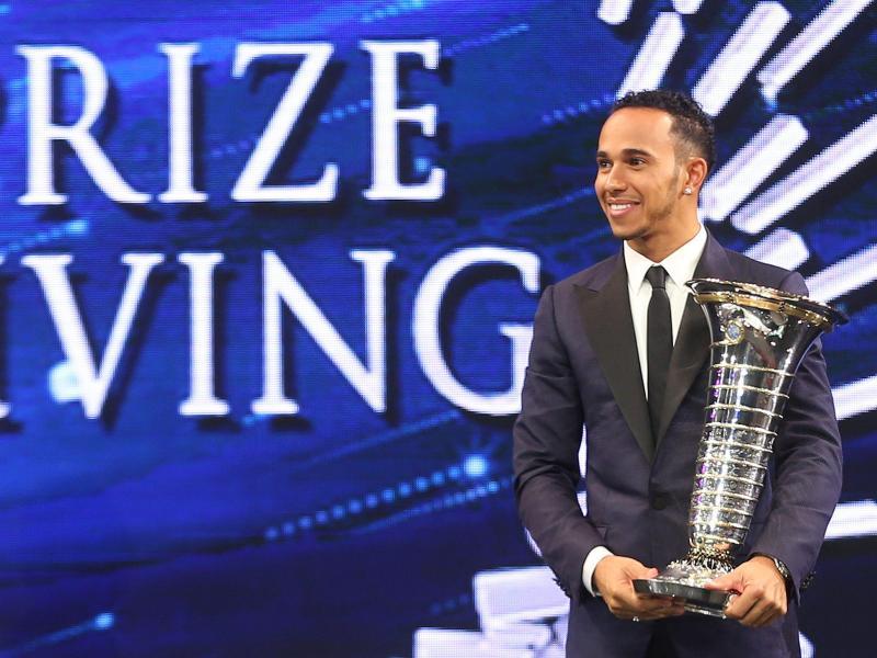 Lewis Hamilton bei der Preisverleihung der FIA für den WM-Titel 2014. Foto: Fadi Al-Assaad / Pool/REUTERS-Pool/EPA/dpa