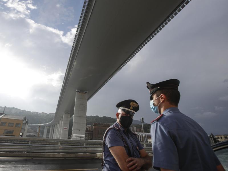 Die Ermittlungen der Staatsanwaltschaft wegen der Schuld am Brückeneinsturz von 2018 und möglicher Wartungsmängel laufen noch. Foto: Luca Bruno/AP/dpa