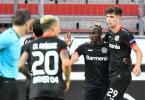 Leverkusens Torschütze Moussa Diaby (2.v.r.) feiert seinen Treffer zum 1:0 gegen die Glasgow Rangers mit mit Kai Havertz. Foto: Martin Meissner/AP-Pool/dpa