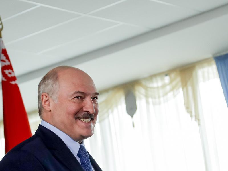 Die Wahlkommission in Belarus hat Staatschef Alexander Lukaschenko zum Sieger der Präsidentenwahl erklärt. Foto: Sergei Grits/AP/dpa