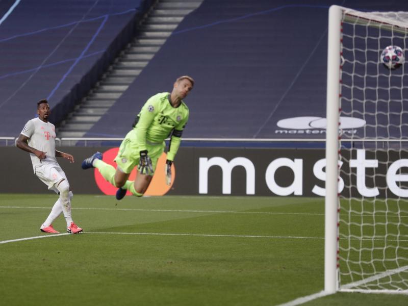 Kurz nach der Führung kassierte Bayern-Torhüter Manuel Neuer ein unglückliches Eigentor von David Alaba (nicht im Bild). Foto: Manu Fernandez/AP Pool/dpa