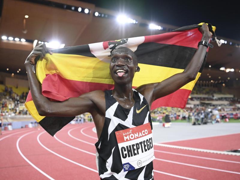 Joshua Cheptegei stellte einen Weltrekord über 5000m auf. Foto: Matthias Hangst/Pool Getty/AP/dpa