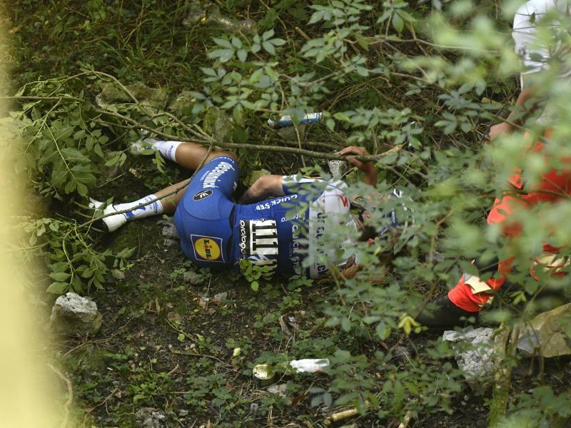 Remco Evenepoel war bei der Lombardei-Rundfahrt schwer gestürzt. Foto: Fabio Ferrari/Lapresse via ZUMA Press/dpa