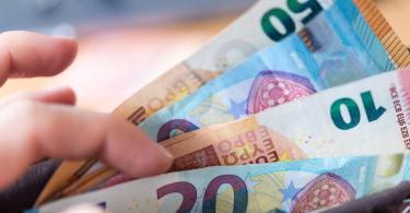 In Deutschland ist die Sorge vor Wohlstandsverlust nach einer repräsentativen Studie deutlich größer als vor einer Ansteckung mit dem neuen Coronavirus. Foto: Monika Skolimowska/dpa-Zentralbild/dpa