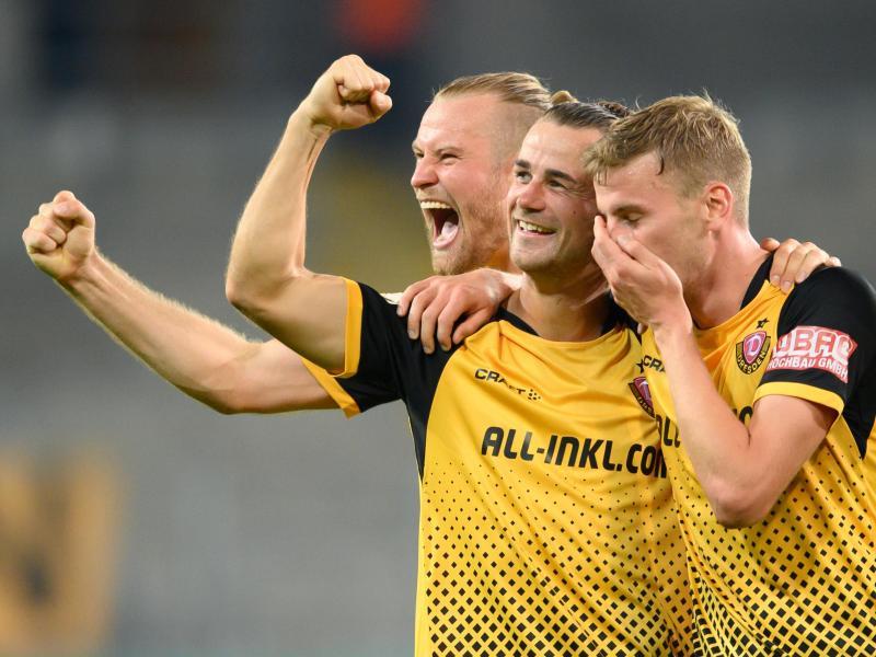Zweitliga-Absteiger Dynamo Dresden konnte einen souveränen Heimsieg gegen den HSV bejubeln. Foto: Robert Michael/dpa-Zentralbild/dpa