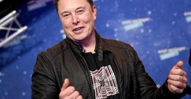 Die atemberaubende Kursrally des US-Elektroautobauers Tesla an der Börse hat Firmenchef Elon Musk laut dem Milliardärs-Ranking 'Bloomberg Billionaires Index' zum reichsten Menschen der Welt aufsteigen lassen. Foto: Britta Pedersen/dpa-Zentralbild/dpa-pool/dpa