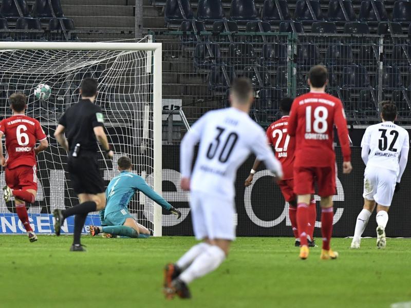 Mönchengladbachs Florian Neuhaus (r) erzielte den Siegtreffer zum 3:2. Foto: Martin Meissner/AP/Pool/dpa
