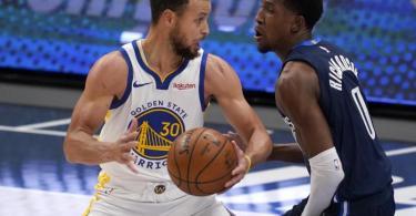 Selbst 57 Punkte von Stephen Curry (l) reichten den Golden State Warriors nicht zum Sieg gegen die Dallas Mavericks. Foto: Tony Gutierrez/AP/dpa