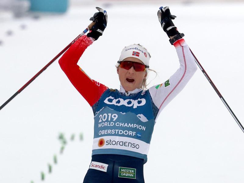 Norwegens Langlauf-Star Therese Johaug gewann in Oberstdorf erneut den WM-Titel im Skiathlon. Foto: Karl-Josef Hildenbrand/dpa