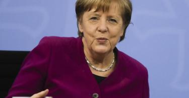 Kanzlerin Angela Merkel verkündet eine schrittweise Öffnung für den Sport in Deutschland. Foto: Markus Schreiber/AP POOL/dpa