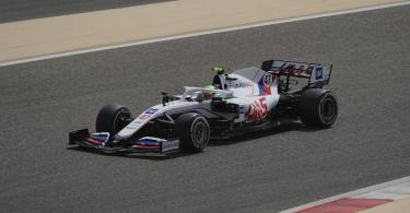 Mick Schumacher vom Haas-Team auf derStrecke in Sakhir. Foto: Hasan Bratic/dpa
