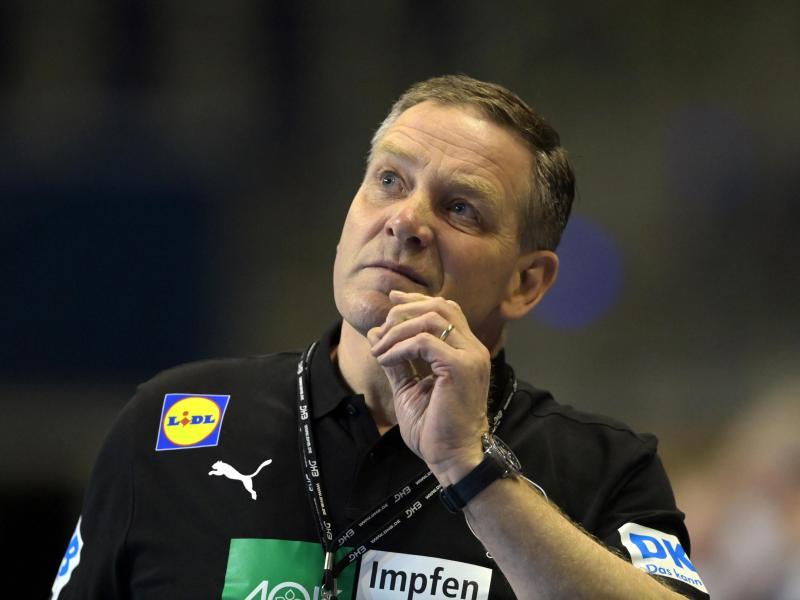 Hat mit Deutschlands Handballern Slowenien vor der Brust: DHB-Coach Alfred Gislason. Foto: Soeren Stache/dpa-Zentralbild/dpa