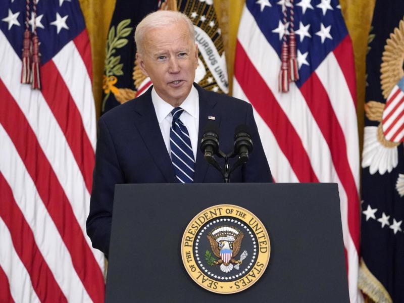US-Präsident Joe Biden spricht bei der ersten formellen Pressekonferenz seiner Amtszeit im East Room des Weißen Hauses. Foto: Evan Vucci/AP/dpa