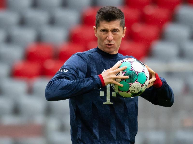 Voraussichtlich vier Wochen muss der FC Bayern München den verletzten Robert Lewandowski ersetzen. Foto: Sven Hoppe/dpa