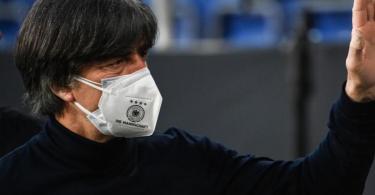 Steht nach der Pleite gegen Nordmazedonien erneut in der Kritik: Bundestrainer Joachim Löw. Foto: Federico Gambarini/dpa