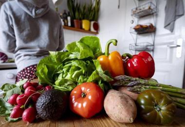 Je weniger Fleisch, desto besser die Öko-Bilanz - zu diesem Schluss kommt eine Studie im Auftrag des WW. Foto: Fabian Sommer/dpa