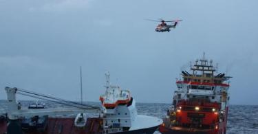 Das niederländische Frachtschiff «Eemslift Hendrika» treibt ohne Besatzung vor Norwegen. Das Schiff hat rund 350 Tonnen Schweröl und 50 Tonnen Diesel an Bord. Foto: Kystvakten/Kv Bergen/NTB/dpa