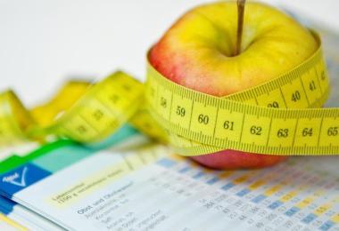 Eine Ernährungsumstellung ist oft ein Teil der Therapie, um den gestörten Stoffwechsel in den Griff zu bekommen. Foto: Franziska Gabbert/dpa-tmn