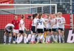 Beim Sieg über Norwegen erzielte Laura Freigang den Ausgleich: Deutschlands Spielerinnen jubeln nach dem Tor zum 1:1. Foto: Sebastian Gollnow/dpa