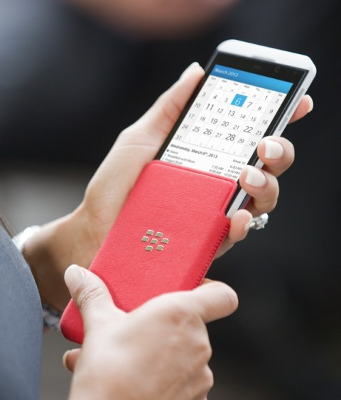 BlackBerry-Z10-BB10-Smartphone-on-hand