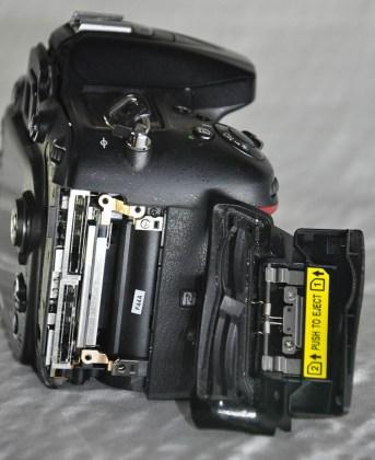 Nikon D7200 kart yuvası