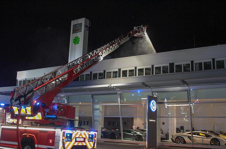 Nrnberg Grobrand in Autohaus  Warnung an Anwohner
