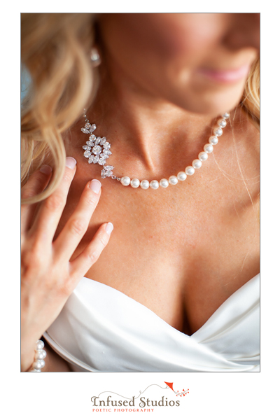 Pearl necklace, diamante detail