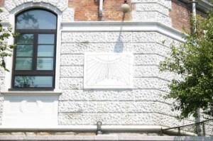 A lavori ultimati la meridiana, attribuita al Prof. Peisino dell'Osservatorio astronomico, recuperata al suo originario decoro