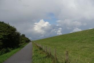 Path by the dike. No sea view.
