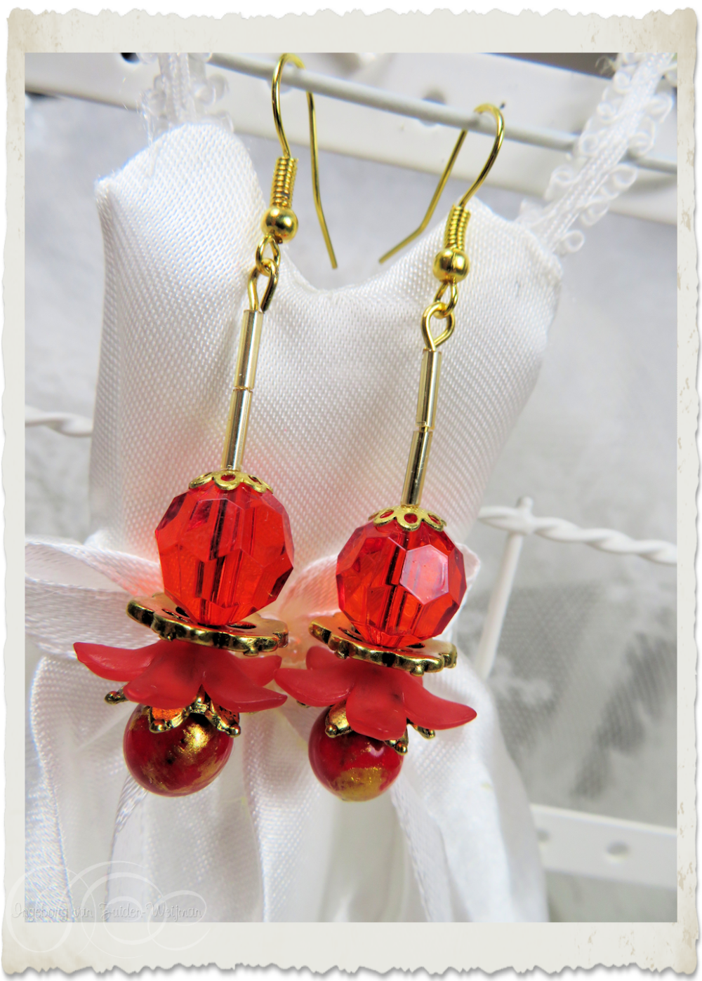 Red dangling earrings with acrylic flowers