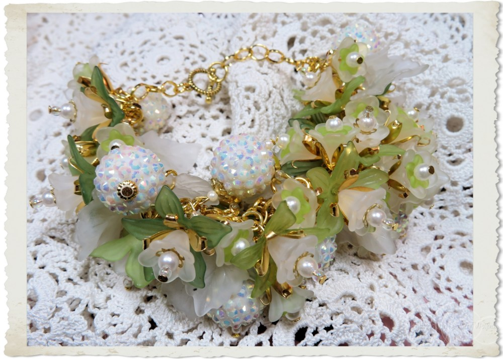 Gold white and green flower bracelet by Ingeborg van Zuiden