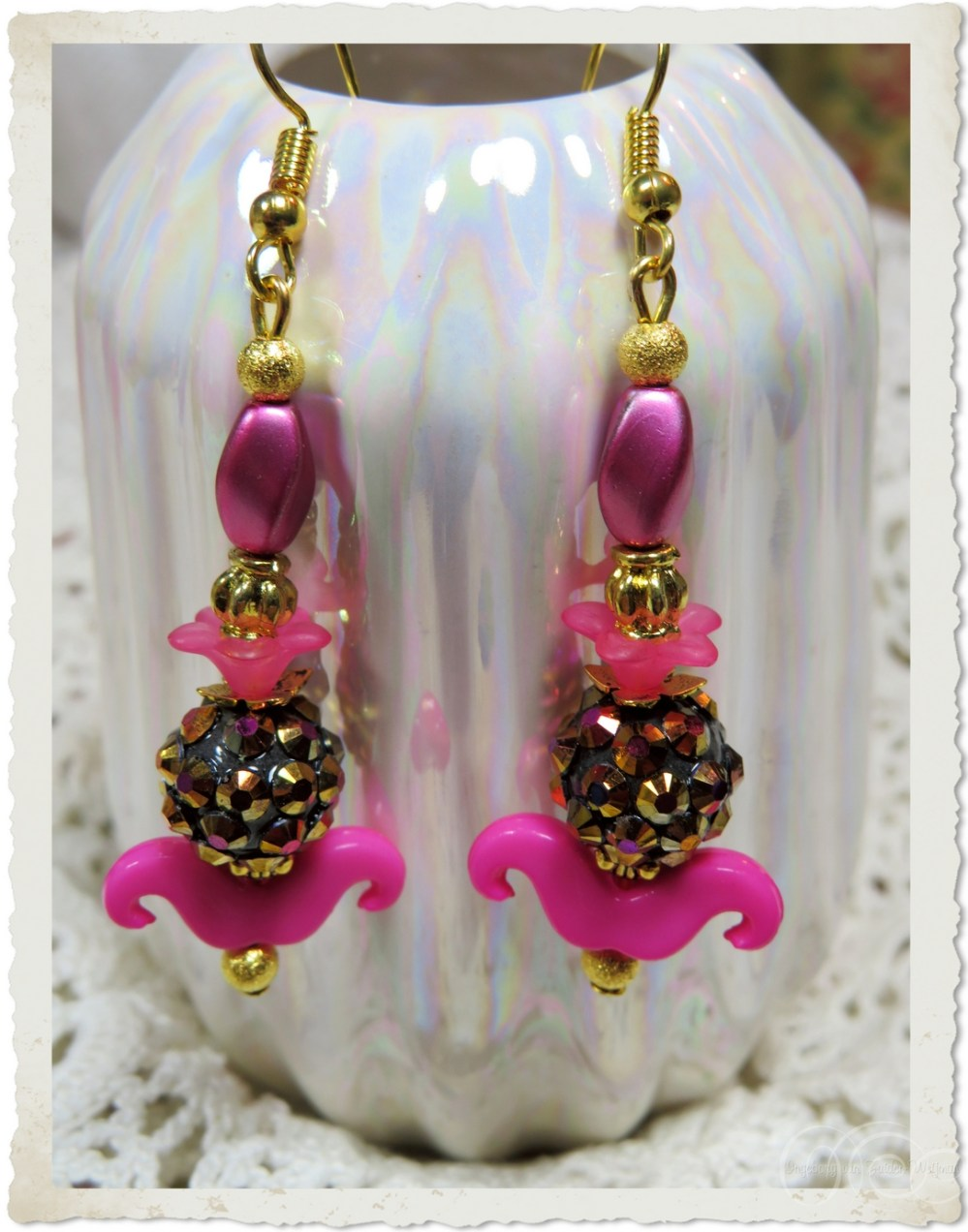 Pink gold earrings with a smile
