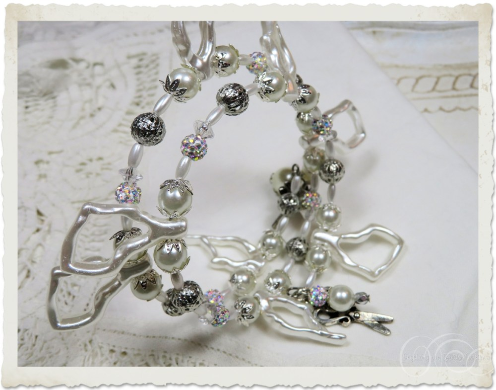 White pearl bracelet with pearls