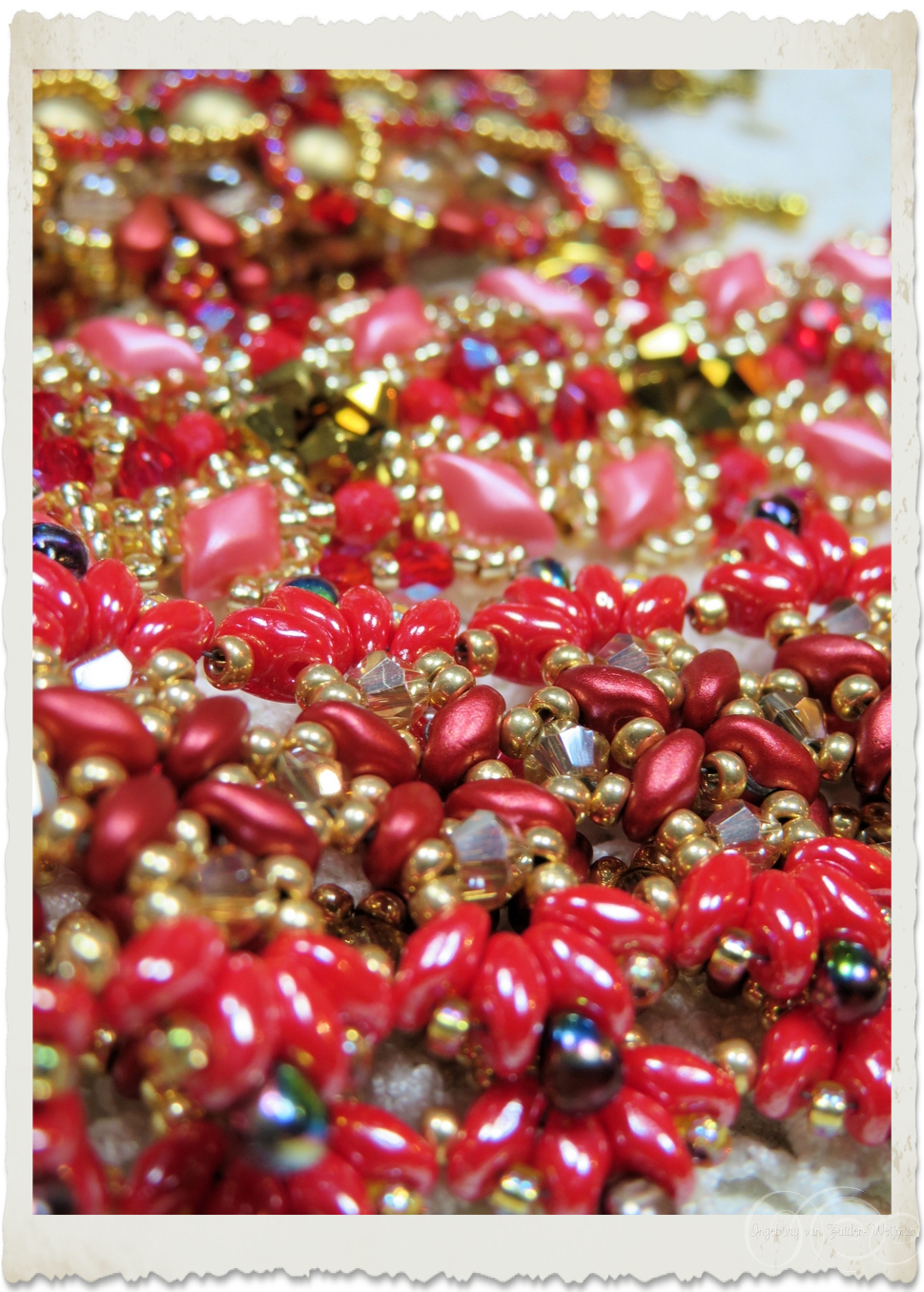 Red Superduo beads details