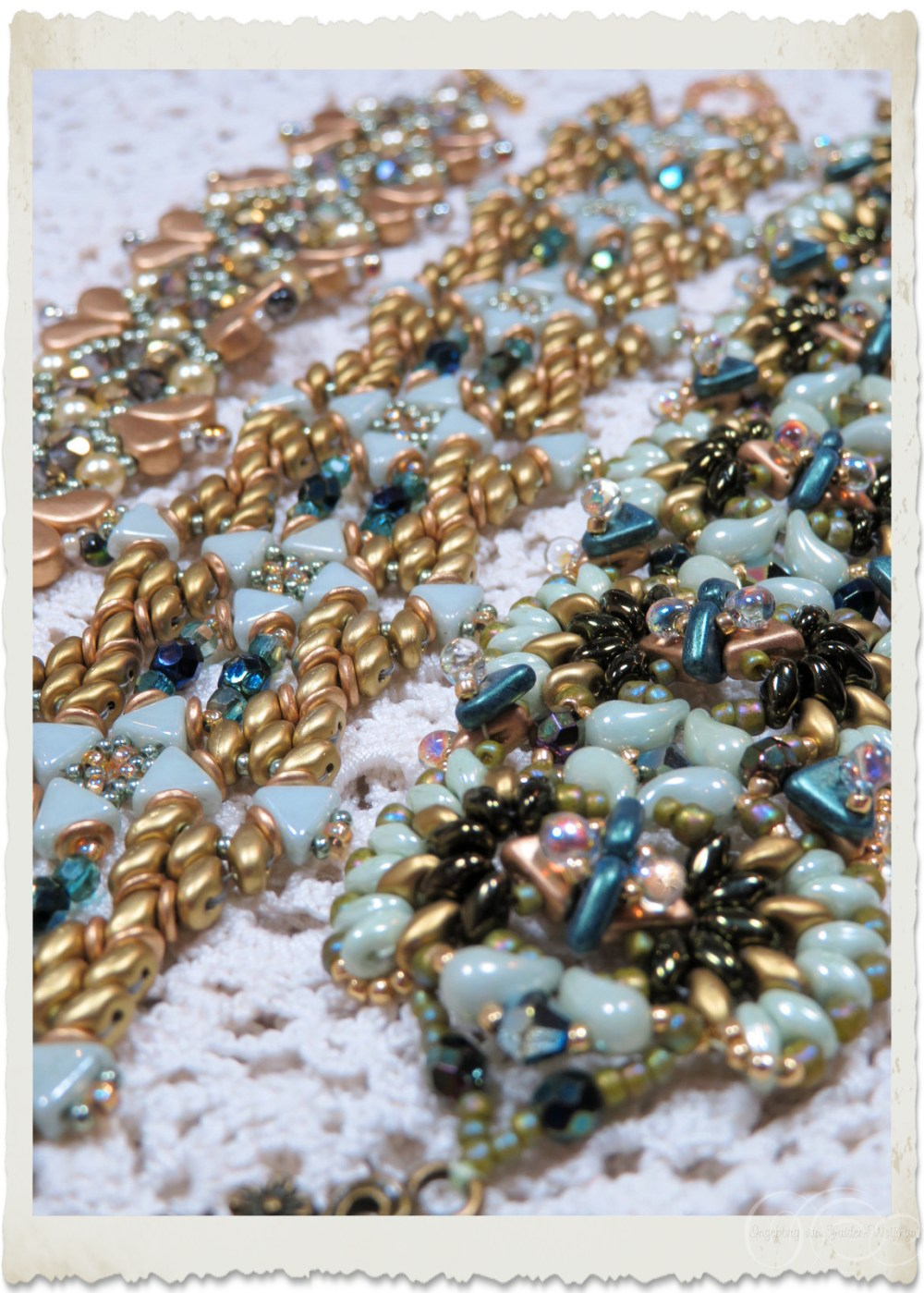 Details of superduo bracelets with Zoliduo and superduo beads