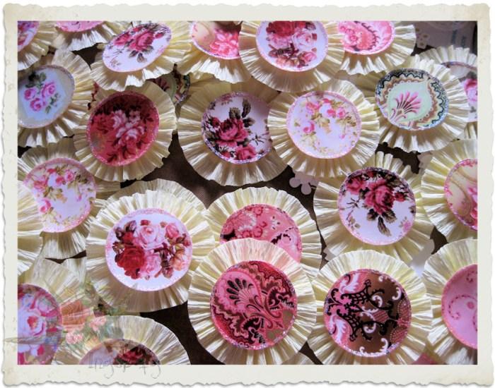 handmade shabby chic paper rosettes by Ingeborg van Zuiden