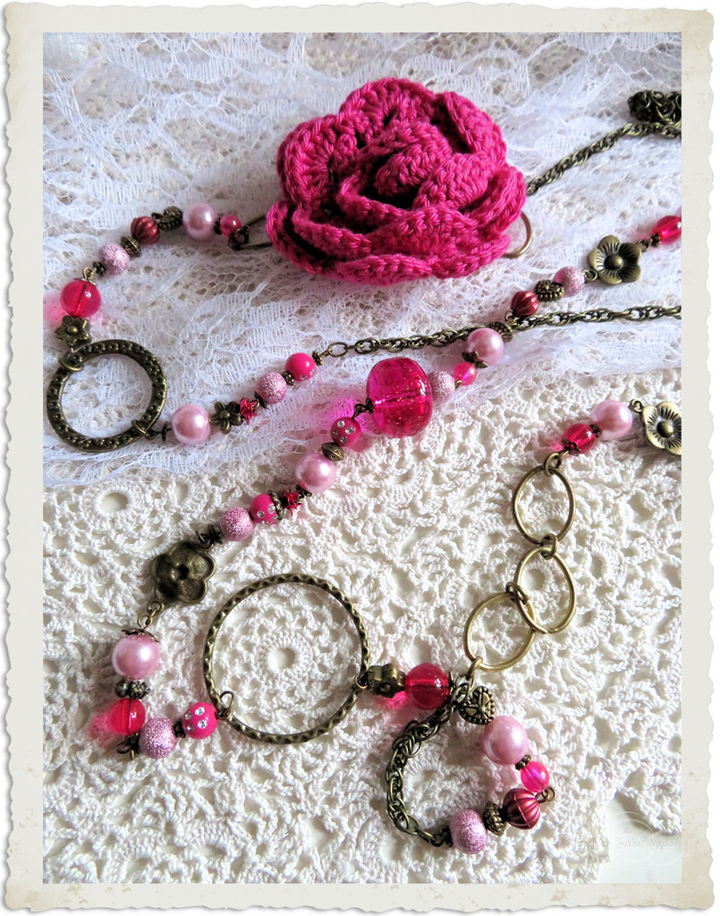 Handmade bronze necklace with pink crochet rose by Ingeborg van Zuiden