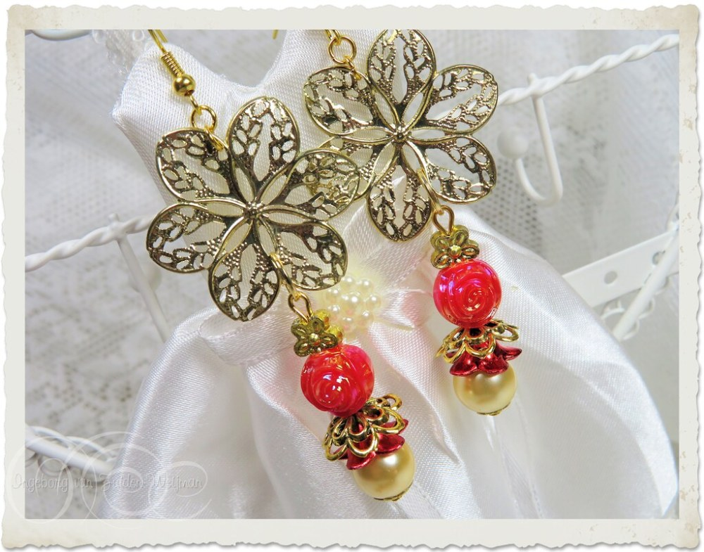 Handmade gold red floral dangling earrings by Ingeborg van Zuiden