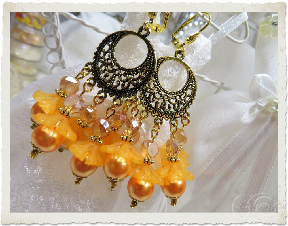 Gold filligree dangling chandelier earrings