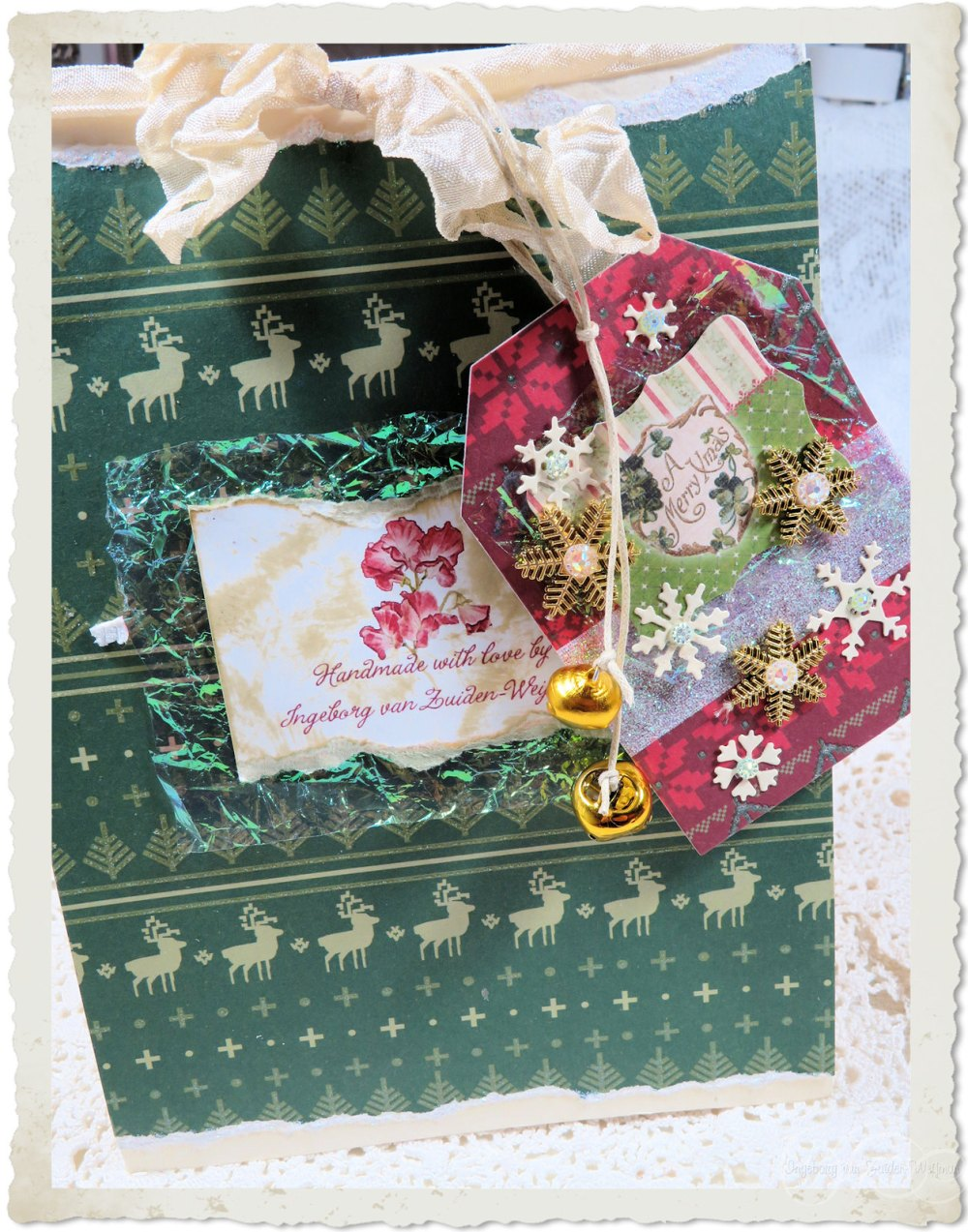 Backside of red roses Christmas card by Ingeborg van Zuiden