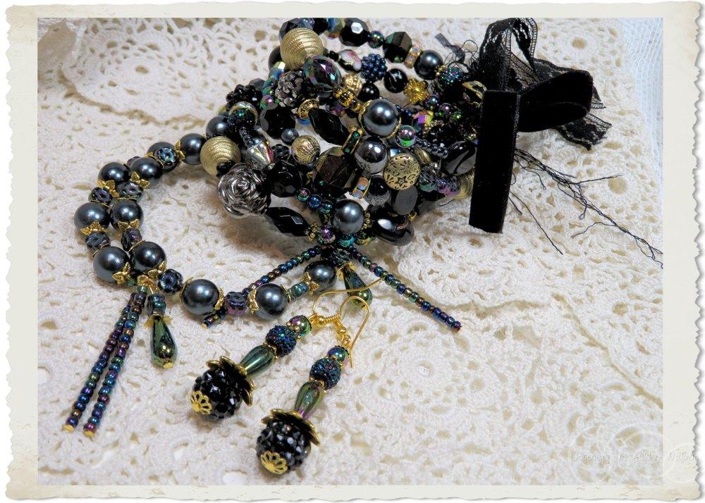 Black and gold beaded jewelry by Ingeborg van Zuiden