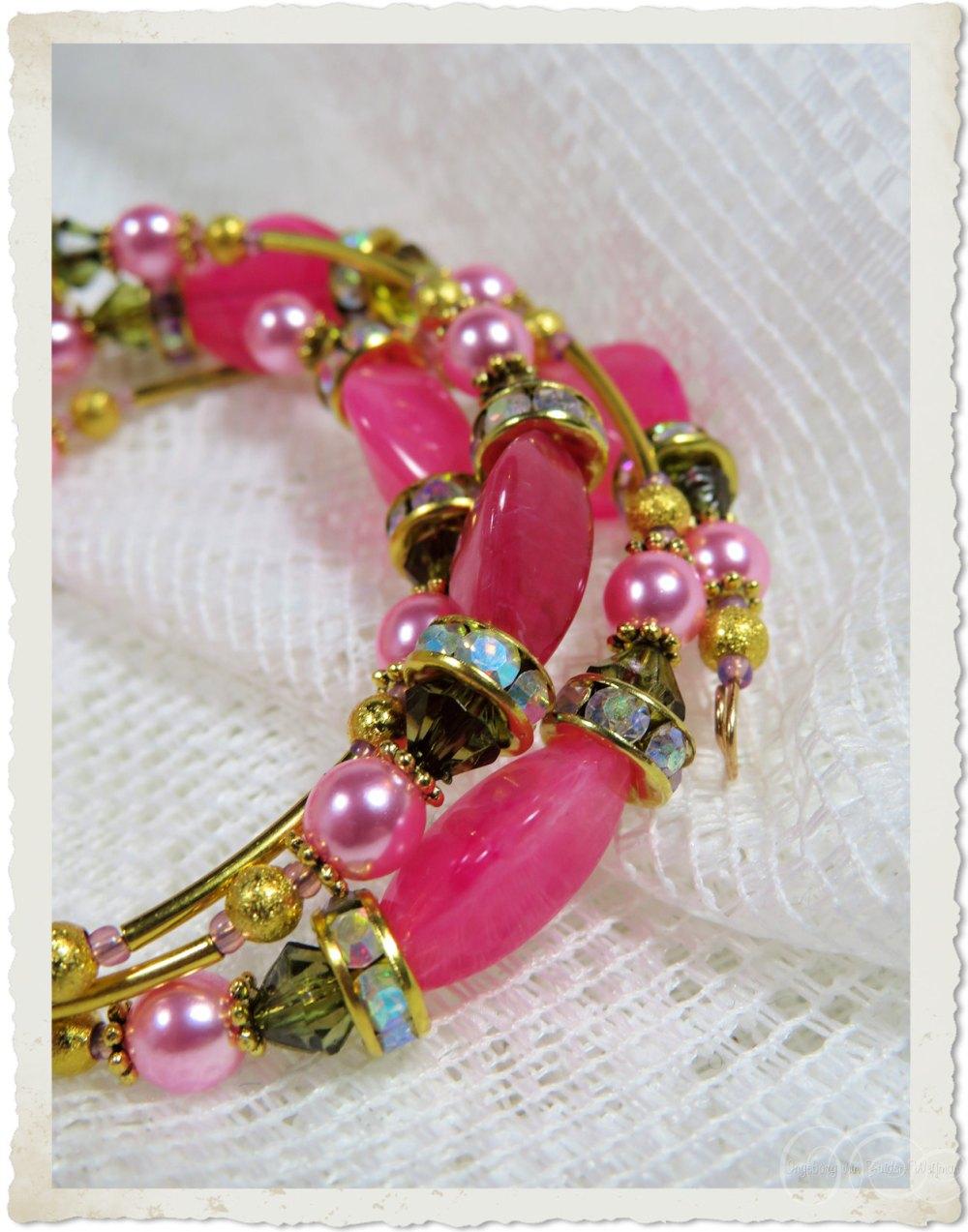 Details of pink bling memory wire bracelet