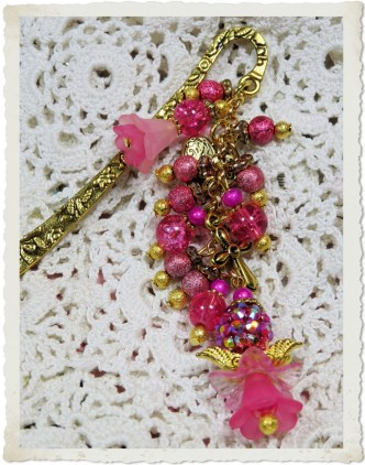 Handmade gold pink angel bookmark by Ingeborg van Zuiden