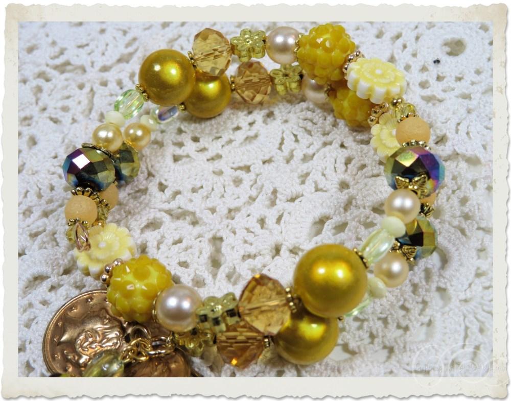 Memory wire bracelet with yellow gold beads by Ingeborg van Zuiden