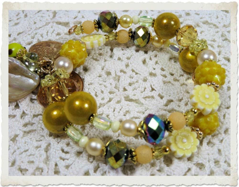 Gold yellow memory wire bracelet by Ingeborg van Zuiden