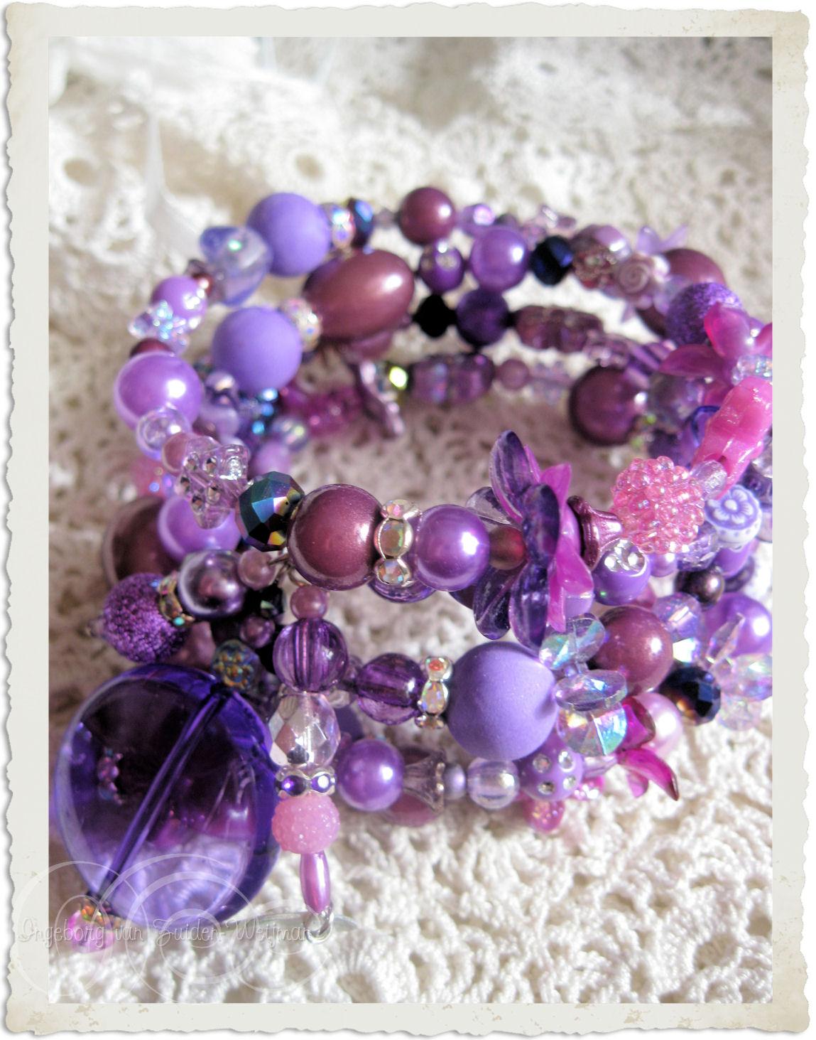 Purple memory wire bracelet by Ingeborg van Zuiden